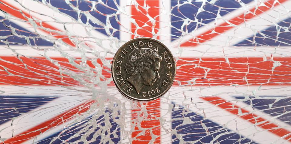 A pound coin is placed on broken glass and British flag in this illustration picture taken January 28, 2019. Photo: REUTERS/Dado Ruvic