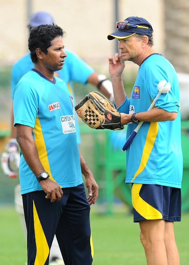 Sri Lanka's bowling coach Chaminda Vaas (L) speaks with head coach Graham Ford during a practice session in Dubai, in 2014 (AFP Photo/Ishara S. Kodikara)