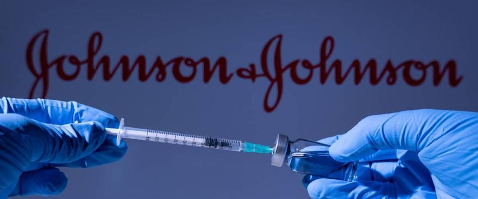 A health worker prepares to administer a shot of the American vaccine Johnson and Johnson.