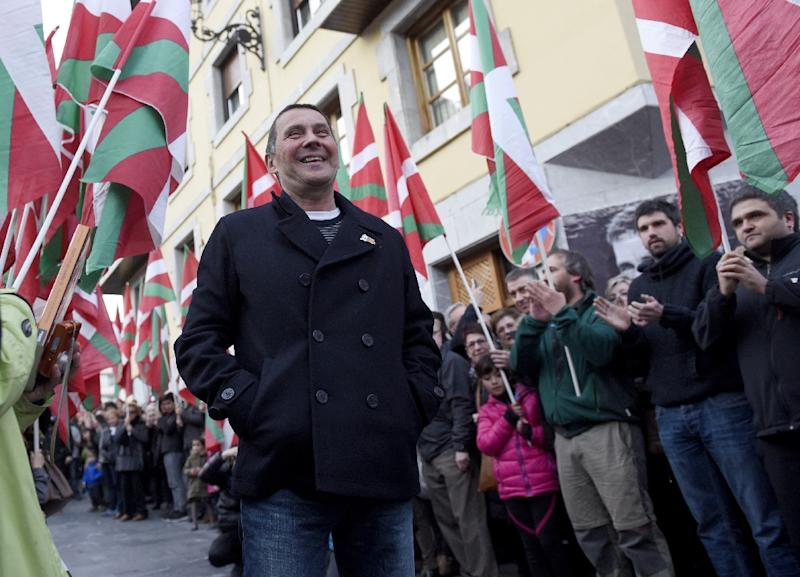 Basque leader Arnaldo Otegi (C) smiles as he is welcomed by friends and relatives in the northern Spanish Basque city of Elgoibar on March 1, 2016 (AFP Photo/Ander Gillenea)