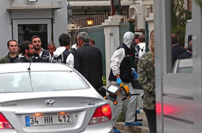 Turkish forensic police officers arrive the residence of the Saudi consul in Istanbul (EPA)