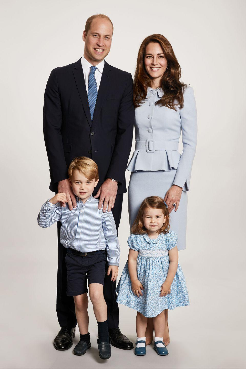 <p>Kensington Palace releases the Duke and Duchess of Cambridge's official Christmas portrait, where the royal family coordinates in light shades of blue. </p>
