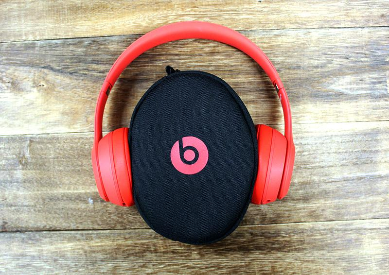 Fashion-conscious readers will be happy to learn that the Beats Solo3 comes in a variety of colors.