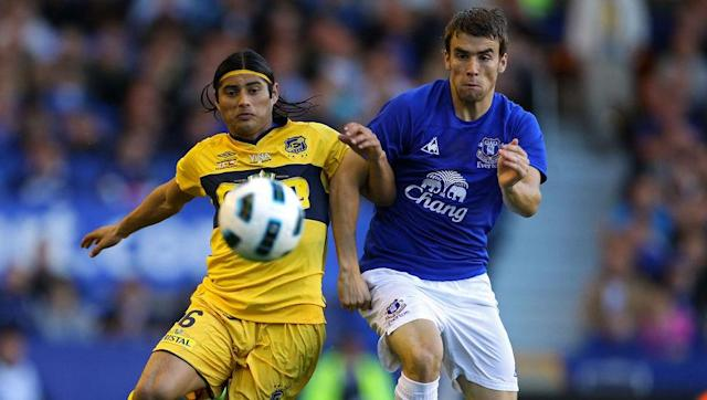 <p>Hailing from the picturesque coastal city of Viña del Mar, Chile's Everton were formed in 1909 and have been national champions on four occasions since 1950, most recently in the 2008 Apertura campaign.</p> <br><p>Everton Chile owes its existence to David Foxley, the grandson of English immigrants from the city of Liverpool, with the club itself also claiming the name was inspired by the English Everton's successful tour of neighbouring Argentina that same year.</p> <br><p>The Toffees are believed to have sent a congratulatory telegram to their Chilean counterparts when the <em>Ruleteros</em> ('Roulette Players' as a nod to a local casino for providing financial support in the early days) won their first Chilean championship in 1950.</p> <br><p>The two teams even came together for a first meeting in a 2010 friendly at Goodison Park, won 2-0 by the home Everton after goals from Jermaine Beckford and Diniyar Bilyaletdinov. </p>