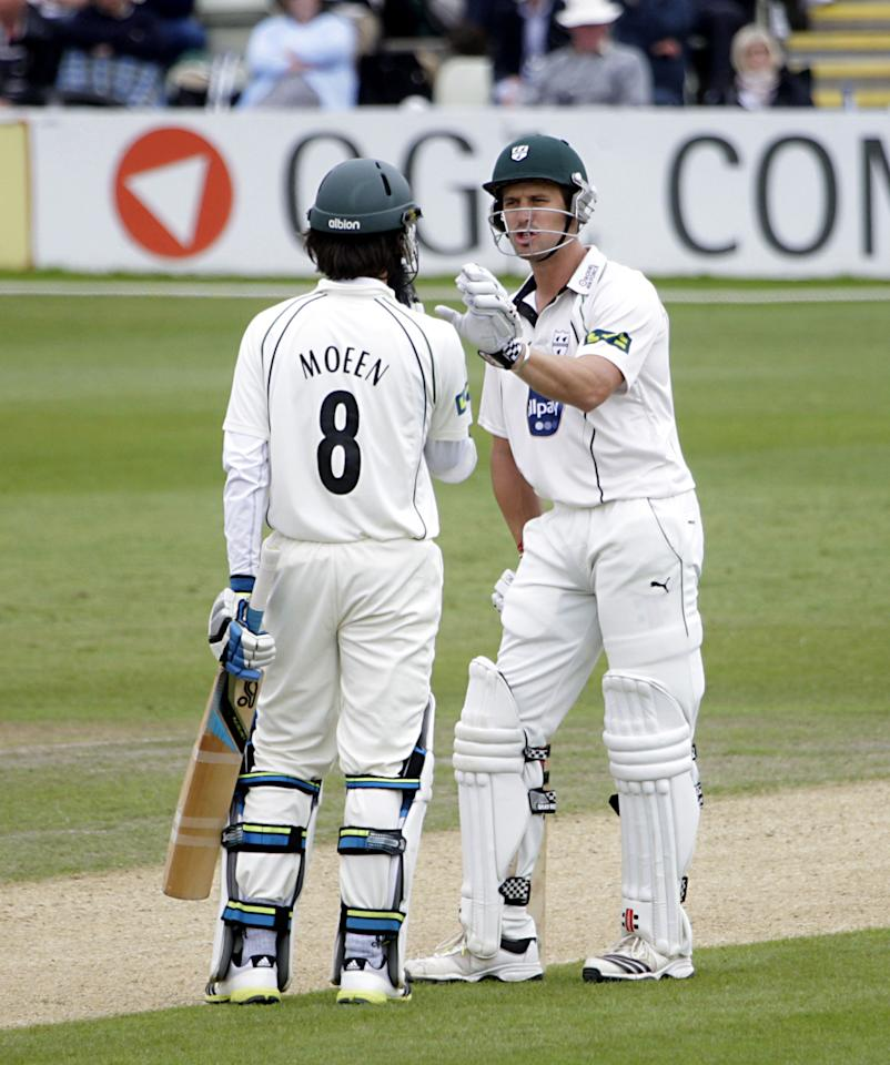 Worcestershire's Nick Compton (on loan from Somerset) speaks with team-mate Moeen Ali during day two of the International Warm up match at New Road, Worcester.