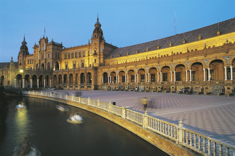 Plaza de Espana at sunset (De Agostini / C. Sappa via Getty Images)