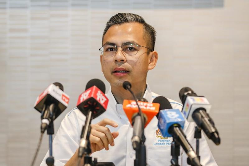 PKR communications director Fahmi Fadzil speaks during a press conference at the party's headquarters in Petaling Jaya November 29, 2019. ― Picture by Firdaus Latif