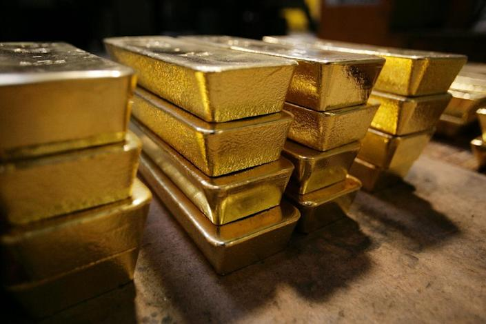"""There are moves underway to reform the century-old method of gold price """"fixing,"""" since the current global benchmark, London's Gold Fix, has already been tainted by a rigging scandal (AFP Photo/Sebastian Derungs)"""