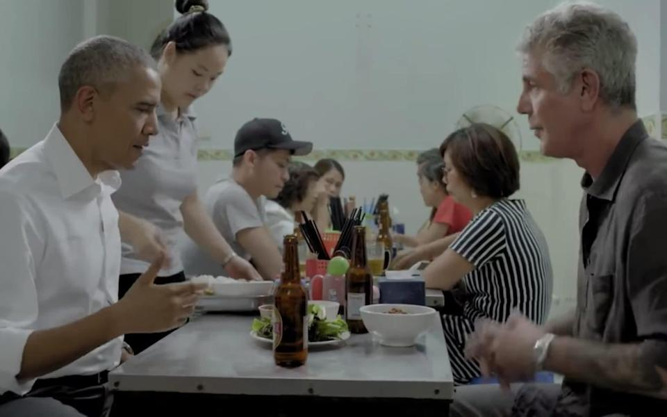 Anthony Bourdain dining with Barack Obama in Vietnam for an episode of Parts Unknown