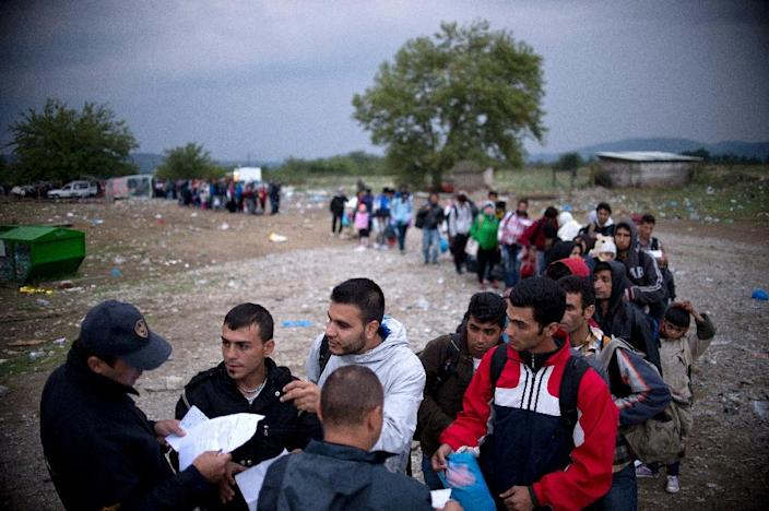 Migrants and refugees queue at a camp to register after crossing the Greek-Macedonian border near Gevgelija on September 22, 2015 (AFP Photo/Nikolay Doychinov)