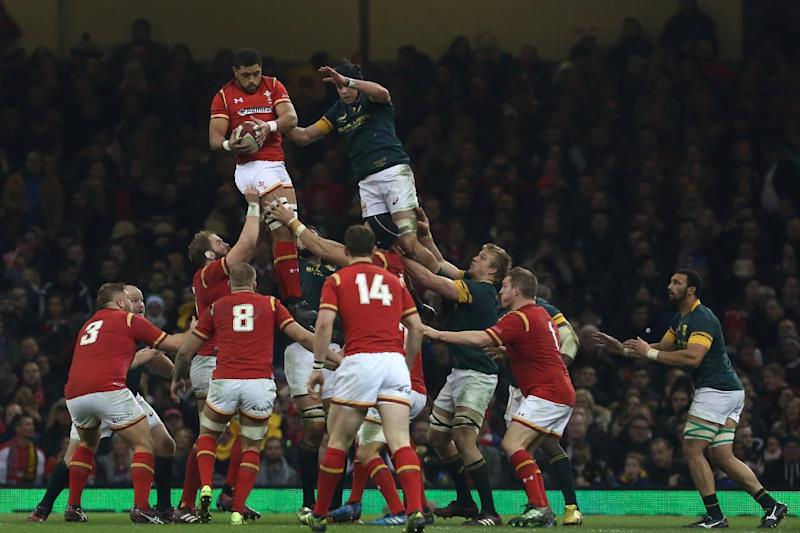 Wales' Taulupe Faletau (centre left) claims the ball in the lineout during the rugby union test match between Wales and South Africa at the Principality stadium in Cardiff, south Wales, on November 26, 2016. (AFP Photo/Geoff CADDICK)