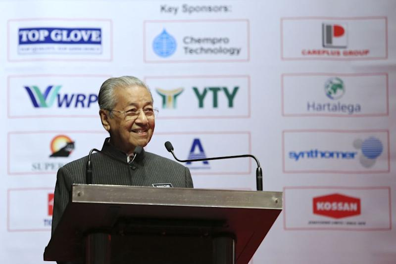Prime Minister Tun Dr Mahathir Mohamad speaks during the 9th International Rubber Glove Conference and Exhibition in Kuala Lumpur September 4, 2018. ― Picture by Yusof Mat Isa