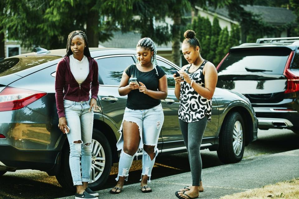 """<span class=""""caption"""">Instagram's emphasis on filtered photos of bodies harms girls' self-image.</span> <span class=""""attribution""""><a class=""""link rapid-noclick-resp"""" href=""""https://www.gettyimages.com/detail/photo/teenage-friends-hanging-out-in-front-yard-on-summer-royalty-free-image/854140120"""" rel=""""nofollow noopener"""" target=""""_blank"""" data-ylk=""""slk:Thomas Barwick/DigitalVision via Getty Images"""">Thomas Barwick/DigitalVision via Getty Images</a></span>"""
