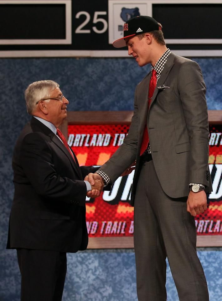 NEWARK, NJ - JUNE 28:  Meyers Leonard (R) of the Illinois Fighting Illini greets NBA Commissioner David Stern (L) after he was selected number eleven overall by Portland Trail Blazers during the first round of the 2012 NBA Draft at Prudential Center on June 28, 2012 in Newark, New Jersey. NOTE TO USER: User expressly acknowledges and agrees that, by downloading and/or using this Photograph, user is consenting to the terms and conditions of the Getty Images License Agreement.  (Photo by Elsa/Getty Images)