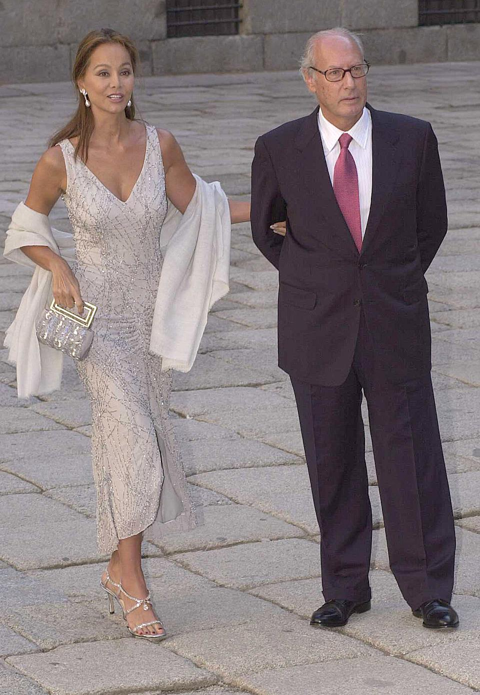 050902. Madrid. San Lorenzo de El Escorial. Spain THE SPANISH PRESIDENT´S DAUGTHER, ANA AZNAR BOTELLA, HAS MARRIED WITH ALEJANDRO AGAG ISABEL PREYSLER AND HER HUSBAND MIGUEL BOYER 050902. Madrid. San Lorenzo de El Escorial. Boda de Alejandro Agag y Ana Aznar Botella Isabel Preysler y Miguel Boyer 600  (Photo by Fernando Camino/Cover/Getty Images)