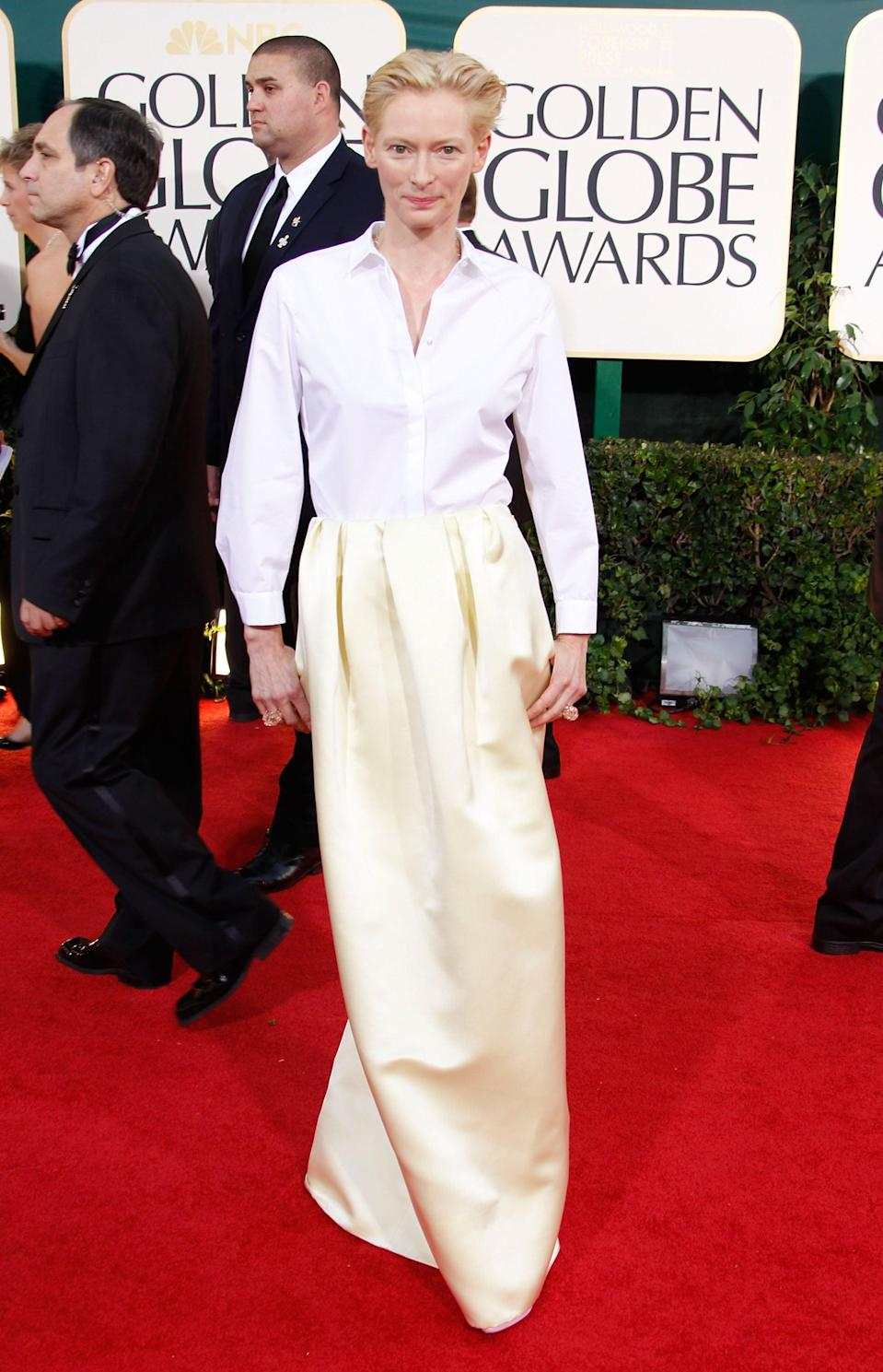 <p>Tilda wore a Jil Sander dress and a Fred Leighton necklace to the 2011 Golden Globe Awards.</p>