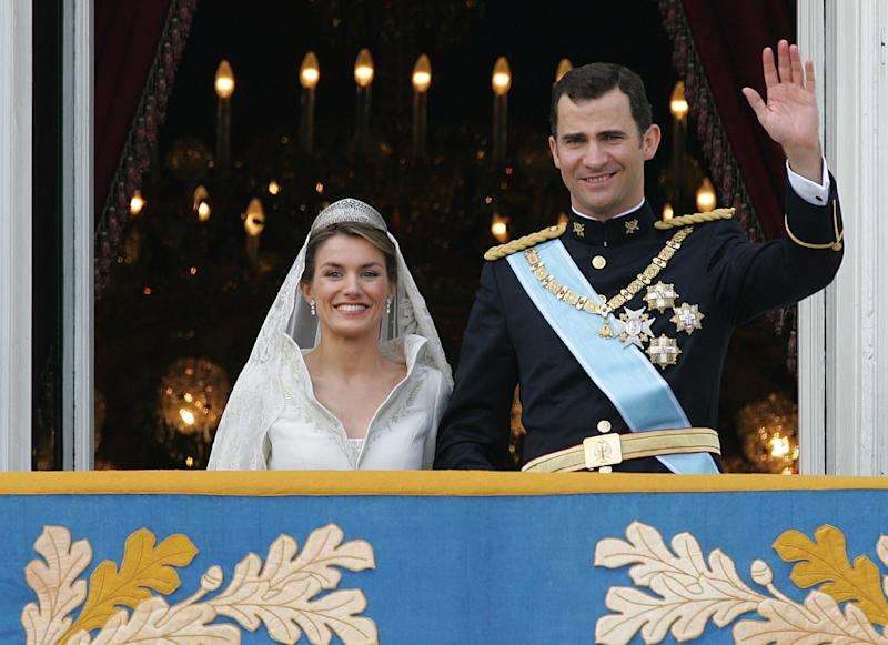 Princess of Asturias Letizia Ortiz and her husband Spanish Crown Prince Felipe of Bourbon smile as they wave to the crowd from the balcony of the Oriental Palace after their wedding in Madrid 22 May 2004. AFP PHOTO CHRISTOPHE SIMON (Photo credit should read CHRISTOPHE SIMON/AFP via Getty Images)