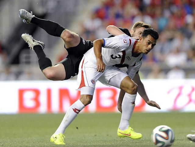 Ireland's Kevin Doyle turns the ball over and collides with Costa Rica's Giancarlo Gonzalez (3) during the first half of an international friendly soccer match on Friday, June 6, 2014, in Chester, Pa. (AP Photo/Michael Perez)