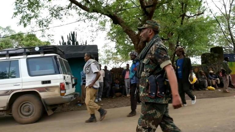Ethnic Amhara militias are mobilising along the western and southern borders of Ethiopia's Tigray region as rebel forces go ahead with a new offensive