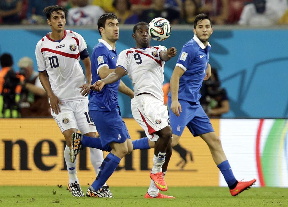 Costa Rica's Joel Campbell, center, controls the ball during the World Cup round of 16 soccer match between Costa Rica and Greece at the Arena Pernambuco in Recife, Brazil, Sunday, June 29, 2014. (AP Photo/Andrew Medichini)