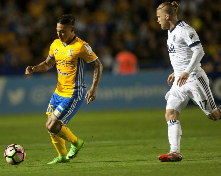 Eduardo Vargas (L) of Mexico's Tigres fights for the ball with Marcel De Jong  of Canada's Vancouver Whitecaps during their CONCACAF Champions League semi-final 1st leg match, at the Universitario stadium in Monterrey, on March 14, 2017
