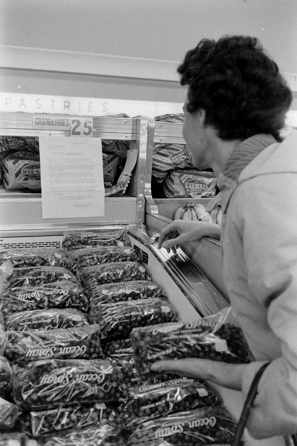 "<p>The invention of plastic film also gave rise to the trend of pre-wrapped vegetables. If you believe <a href=""https://clickamericana.com/topics/culture-and-lifestyle/scenes-from-grocery-stores-supermarkets-of-yesteryear"" rel=""nofollow noopener"" target=""_blank"" data-ylk=""slk:this 1953 advert"" class=""link rapid-noclick-resp"">this 1953 advert</a>, it's a better way to buy lettuce.</p>"