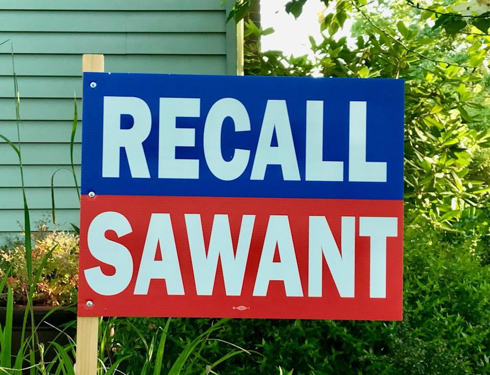 Signs for and against the recall are popping up in Seattle's ward three (Andrew Buncombe)