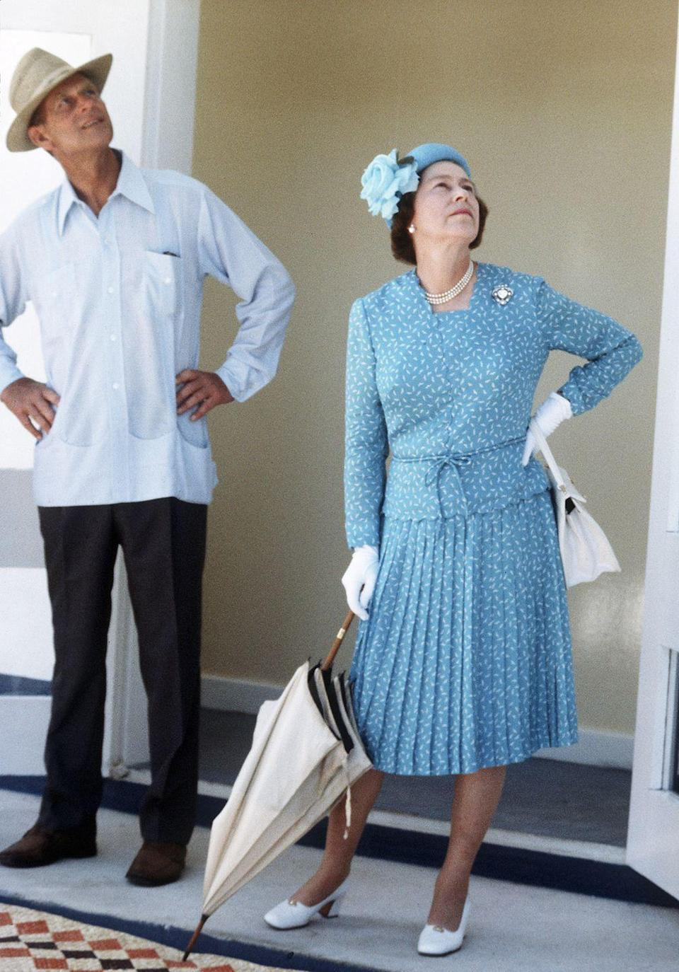 <p>What better color to don for a trip to the South Pacific than blue, just as the Queen did in 1982. </p>