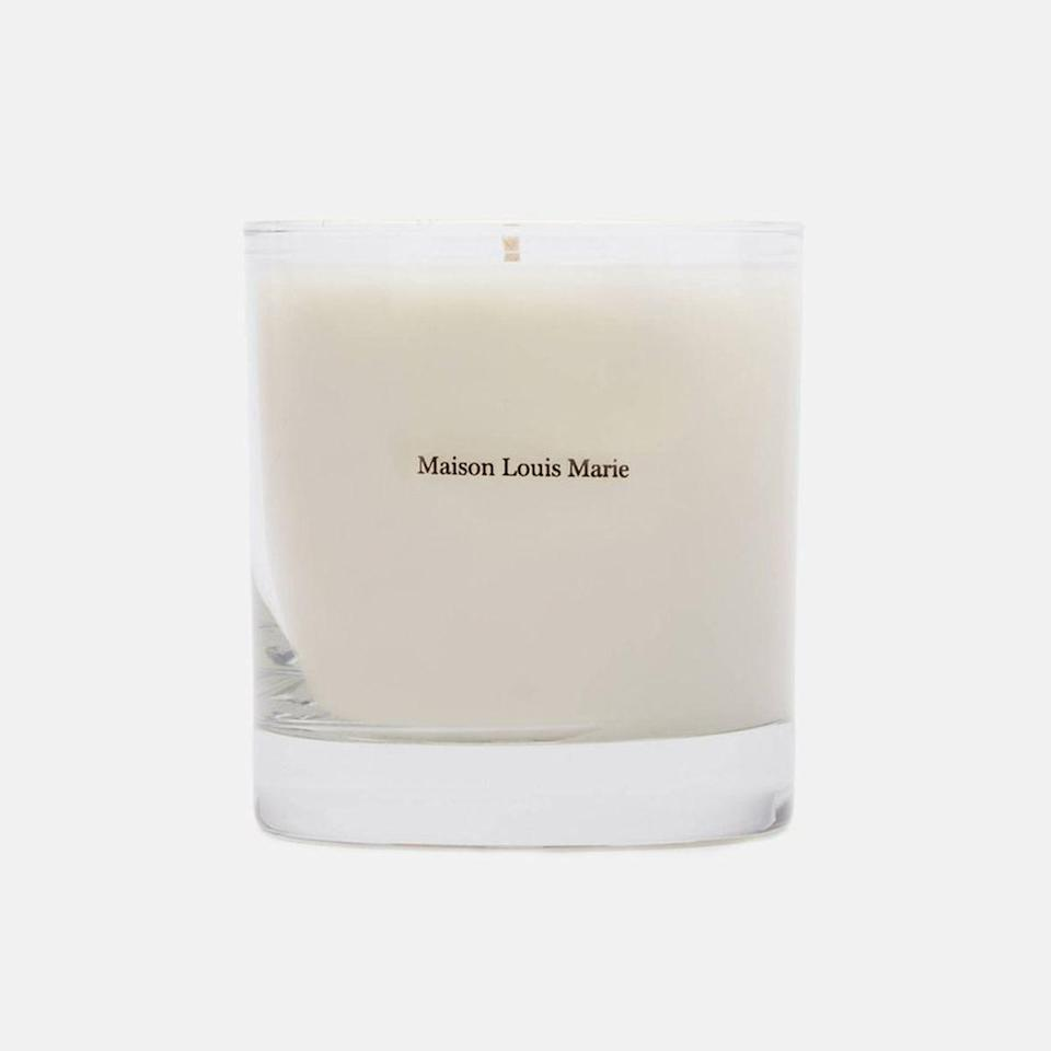 This scent is a sandalwood fragrance (again, I have a type, especially when it comes to fall scents) with cedar wood, spicy cinnamon, nutmeg, and an earthy vetiver note. It's like one of those luscious mornings where you don't have to go to work and you can stay in your warm bed all day.