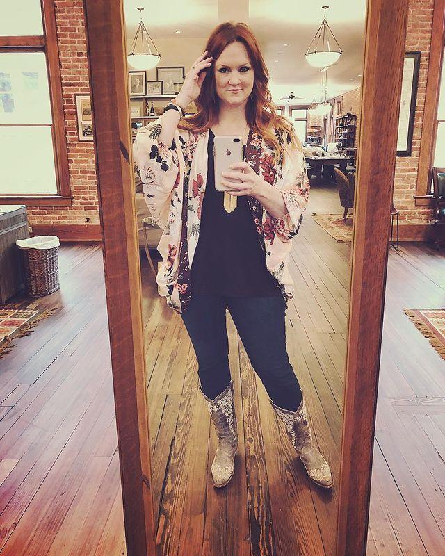 """<p>A mirror selfie just wouldn't be complete for Ree without a pretty top and, of course, <a href=""""https://www.thepioneerwoman.com/fashion-style/g32475518/best-cowboy-boots/"""" rel=""""nofollow noopener"""" target=""""_blank"""" data-ylk=""""slk:cowgirl boots"""" class=""""link rapid-noclick-resp"""">cowgirl boots</a>! This is another great example of Ree pairing a feminine piece with darker colored basics for a perfectly balanced look.</p><p><a href=""""https://www.instagram.com/p/BdBiFhkBOFk/?utm_source=ig_embed&utm_campaign=loading"""" rel=""""nofollow noopener"""" target=""""_blank"""" data-ylk=""""slk:See the original post on Instagram"""" class=""""link rapid-noclick-resp"""">See the original post on Instagram</a></p>"""