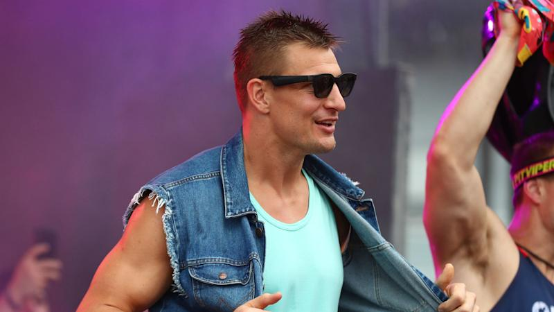 Rob Gronkowski becomes WWE 24/7 champion at WrestleMania 36