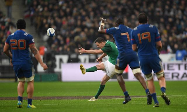 Jonathan Sexton of Ireland drops a long range goal to win his side's opening match in Paris at the very end, setting them on course for a glorious grand slam.