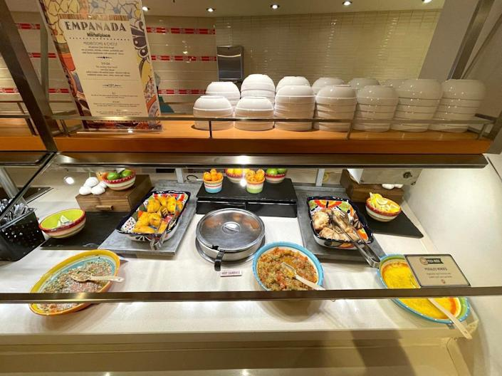 An image of a buffet without the food being labeled.