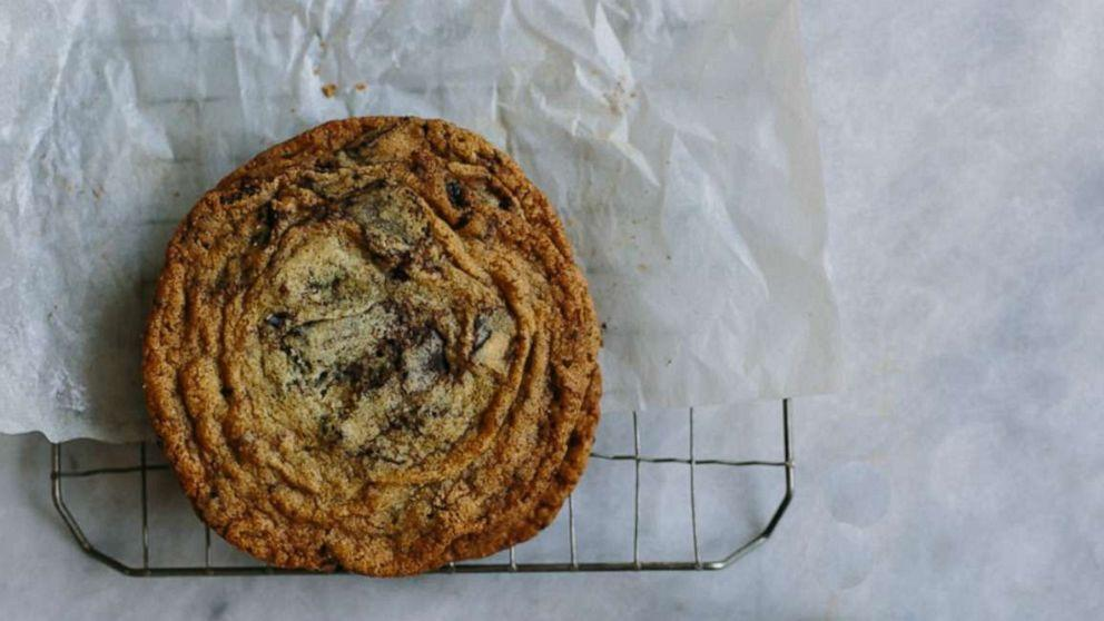 The viral pan-banging method explained: How to make perfect crinkle chocolate chip cookies (ABC News)