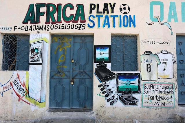 <p>A mural is seen on a wall of a shop in Hodan district of Mogadishu, Somalia, June 10, 2017. (Photo: Feisal Omar/Reuters) </p>