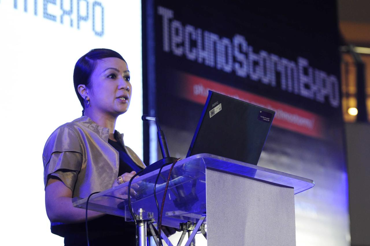 Yahoo! Philippines country ambassador, Arlene Amarante gave an opening speech during the Techno Storm Expo of Yahoo! Philippines held at the activity center of Trinoma Mall in Quezon City on 26 November 2012. (Angela Galia/NPPA images)