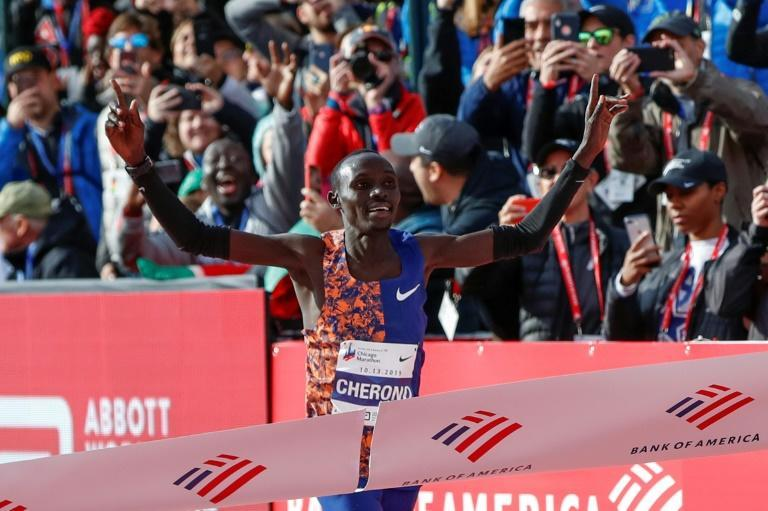 Kenya's Lawrence Cherono wins the men's 2019 Chicago Marathon (AFP Photo/KAMIL KRZACZYNSKI)