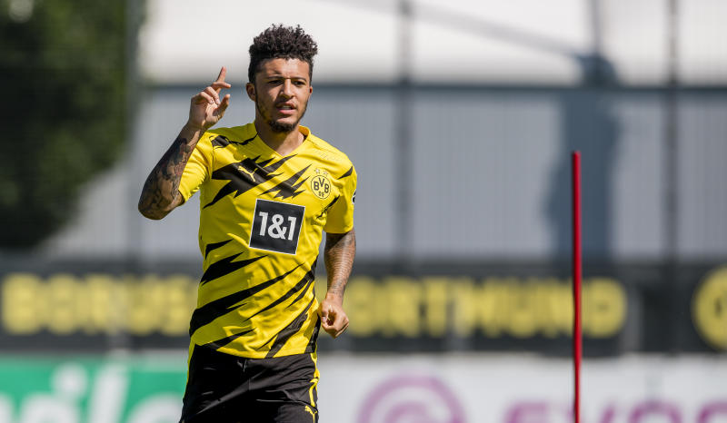 DORTMUND, GERMANY - JUNE 24: Jadon Sancho of Borussia Dortmund runs with the ball during a training session with the new PUMA home kit on June 24, 2020 in Dortmund, Germany. (Photo by Alexandre Simoes/Borussia Dortmund via Getty Images)