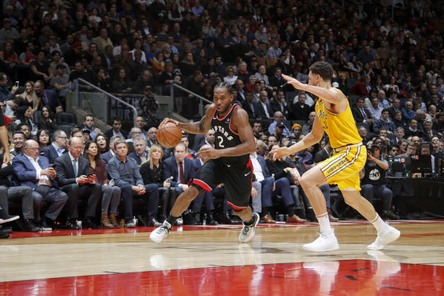 TORONTO, CANADA - NOVEMBER 29: Kawhi Leonard #2 of the Toronto Raptors handles the ball against the Golden State Warriors on November 29, 2018 at Scotiabank Arena in Toronto, Ontario, Canada. (Photo by Mark Blinch/NBAE via Getty Images)