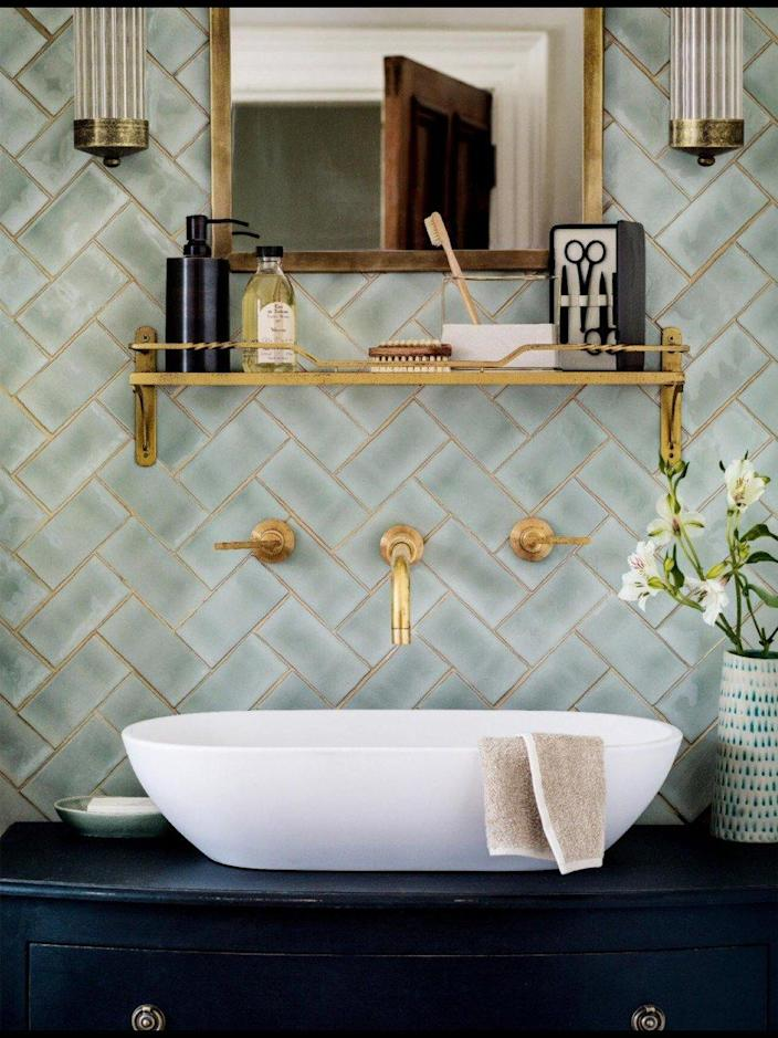 It's hard to hate a bathroom with tasteful brass and gold accent pieces.