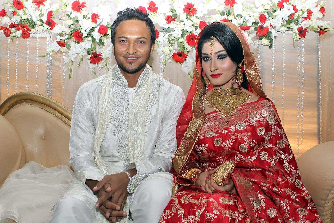 Bangladesh cricket player Shakib al Hasan (L) and his wife Umme Ahmed Shishir pose for a photo during their wedding ceremony in Dhaka on December 12, 2012. Bangladesh's star player and formerly the nation's most eligible bachelor al Hasan married his United States national girlfriend in a ceremony timed for 12.12.12. AFP PHOTO/ STRINGER