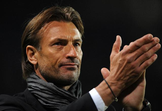 Herve Renard applauds after the French league match between Rennes and Sochaux in western France, on May 10, 2014 (AFP Photo/Jean-Francois Monier)