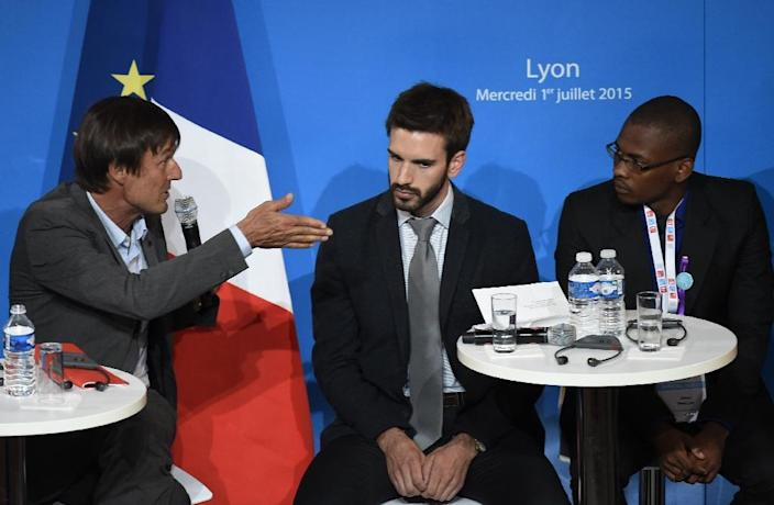 """Special envoy of the French President for the protection of the planet Nicolas Hulot (L) talks with representatives during the """"Youth and climate: Voices of tomorrow's leaders"""" debate on July 1, 2015 in Lyon (AFP Photo/Philippe Desmazes)"""