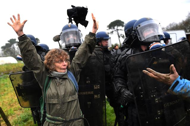 <p>French gendarmes clash with ZAD activists as they clear an area known as ZAD (Zone a Defendre – Zone to defend) of environmental protesters occupying the site of what had been a proposed new airport in Notre dame des Landes on April 9, 2018. (Photo: Loic Venance/AFP/Getty Images) </p>