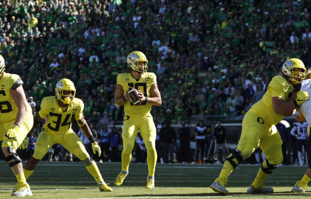 "Oregon quarterback <a class=""link rapid-noclick-resp"" href=""/ncaaf/players/263243/"" data-ylk=""slk:Justin Herbert"">Justin Herbert</a> (10), sets up for a touchdown pass at the end of the second quarter to tie the game against Washington during a NCAA college football game in Eugene, Ore., Saturday, Oct. 13, 2018. (AP Photo/Thomas Boyd)"