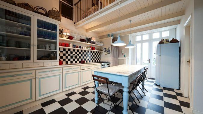 quirky kitchen tiling