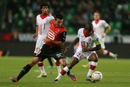 French midfielder Rio Mavuba of Lille challenges for the ball with Rennes' forward Julien Feret during their french League One soccer match in Rennes, western France, Friday, Sept. 28, 2012. (AP Photo/David Vincent)
