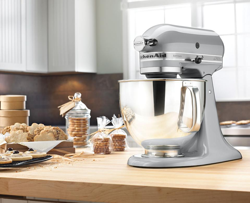 This weekend, save $170 on the KitchenAid Artisan Tilt-Head Stand Mixer at Best Buy Canada.