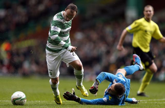 Celtic's Leigh Griffiths (L) is challenged by St Mirren's Marian Kello during their Scottish Premier League soccer match at Celtic Park Stadium in Glasgow, Scotland March 22, 2014. REUTERS/Russell Cheyne (BRITAIN - Tags: SPORT SOCCER)