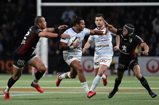Racing 92's winger Teddy Thomas (C) vies with Toulouse's centre Gael Fickou (L) and wing Cheslin Kolbe during their Top 14 rugby union match, at the U Arena Stadium in Nanterre, on December 22, 2017 (AFP Photo/Thomas SAMSON)